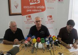 En la foto Cayo Lara, José A. Fernández, coordinador local de Alicante y Miguel A. Pavón, concejal de EU en el ayuntamiento de Alicante